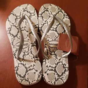 Havaianas slim sandals NWT sz6 white & silver